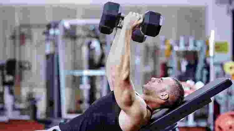 musculação, peso, exercício, crucifixo - iStock - iStock