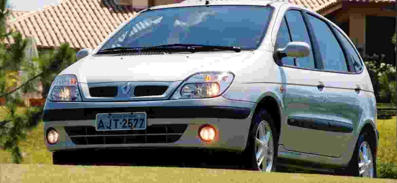 Antes do sucesso dos SUVs os carros de família eram normalmente peruas e monovolumes com pegada mais altinha, como o Renault Scènic - Divulgação