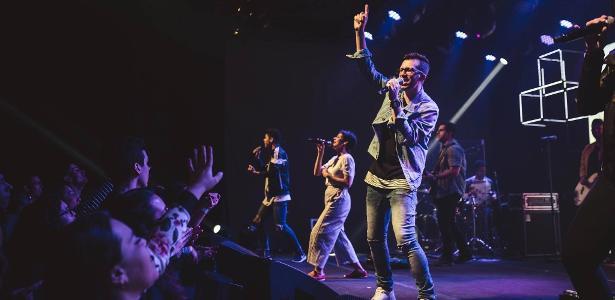 Reunião na Hillsong, em São Paulo: cultos evangélicos que atraem milhares de jovens brasileiros