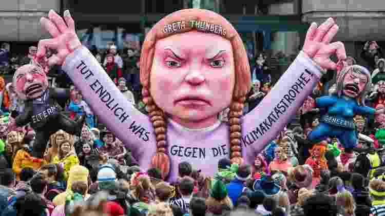 Thunberg ganhou um carro alegórico em sua homenagem no carnaval de Düsseldorf, na Alemanha - Getty Images - Getty Images