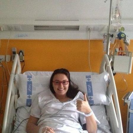 Luiza internada no hospital da Espanha, em dezembro de 2012, quando teve o AVC - Arquivo pessoal