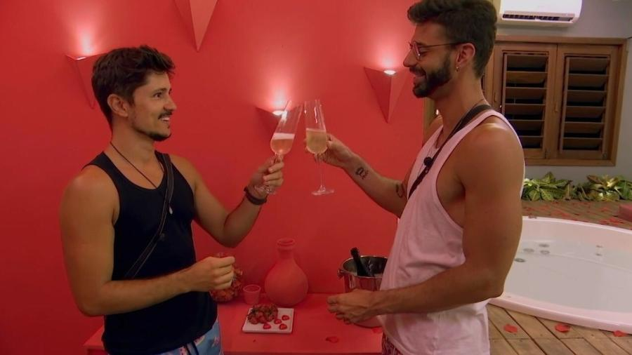 """""""De Férias com o Ex Brasil"""" tem primeira suíte entre homens gays - reprodução/MTV Brasil"""