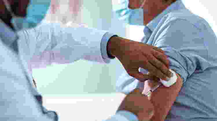 vacinação, covid - iStock - iStock