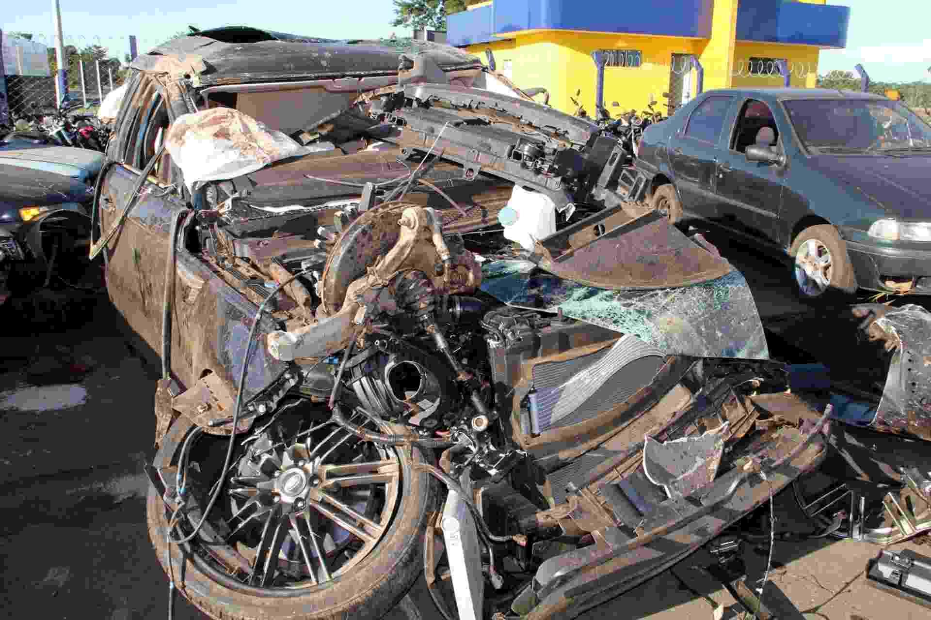 24.jun.2015 - Range Rover do cantor Cristiano Araújo, que morreu em acidente na BR 153, no km 614, entre Morrinhos e o trevo de Pontalina, em Goiás - Marcos Antonio Costa/Futura Press/Folhapress