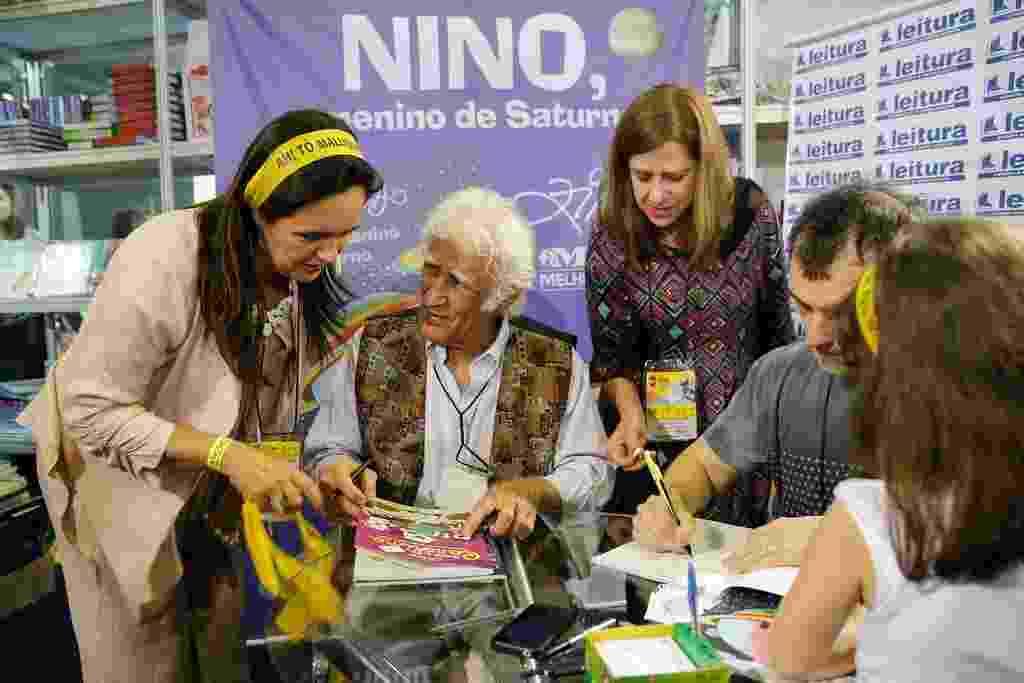 5.set.2015- Ziraldo participa de sessão de autógrafos na Bienal do Rio - Light Press/Divulgação