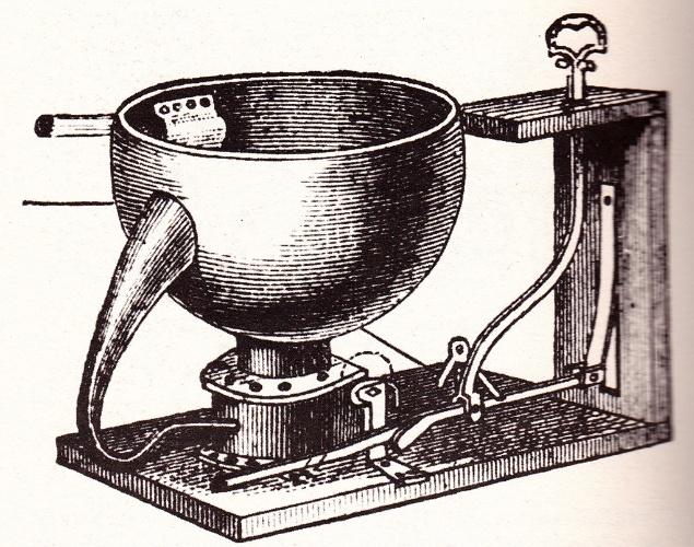 Descarga - Em 1596, o inglês John Harrington, desenvolveu uma privada equipada com uma válvula que, quando acionada, liberava água para o vaso. Em 1778, o invento de Harrington foi melhorado por Joseph Bramah, que criou a bacia sanitária com descarga hídrica, possibilitando que os dejetos fossem eliminados por sucção