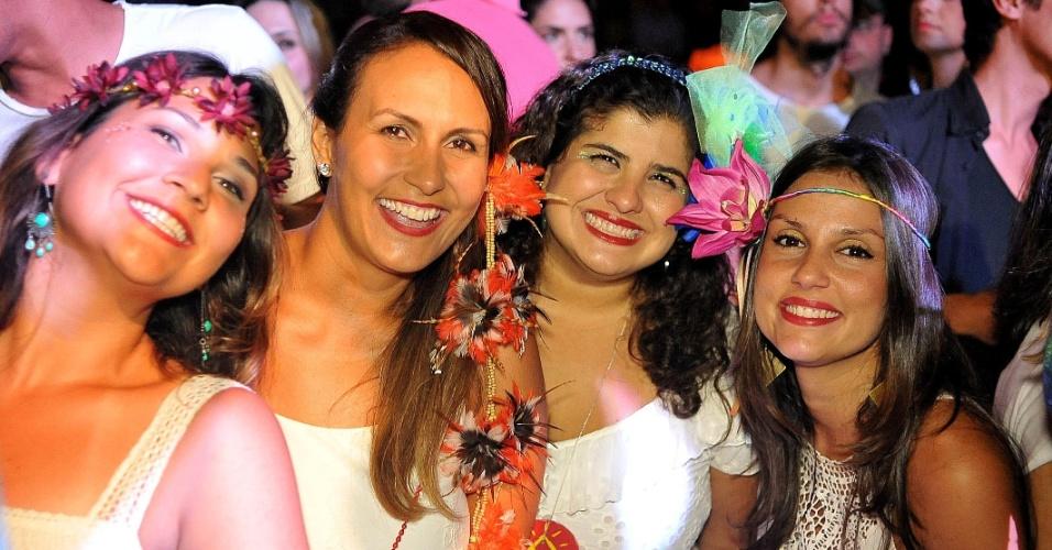 19.jan.2015 - Público lota o Carioca Club, em São Paulo, para acompanhar a apresentação do Bangalafumenga