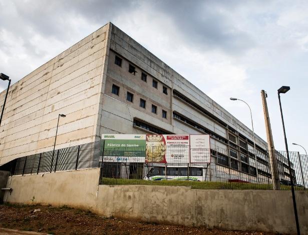 Fachada da primeira Fábrica do Samba, na Barra Funda, em São Paulo, que está com as obras suspensas
