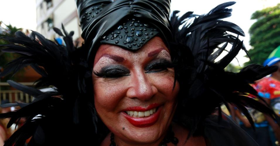 6.fev.2016 - Foliona caprichou na fantasia e na maquiagem para desfilar com a Banda de Ipanema, na zona sul do Rio