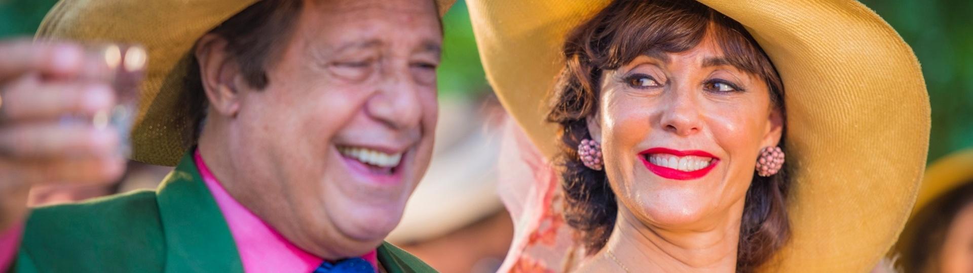 29.abr.2016 - Afrânio (Antonio Fagundes) e Iolanda (Christiane Torloni) se divertem em festa para receber o neto Miguel (Gabriel Leone) em Grotas do São Francisco