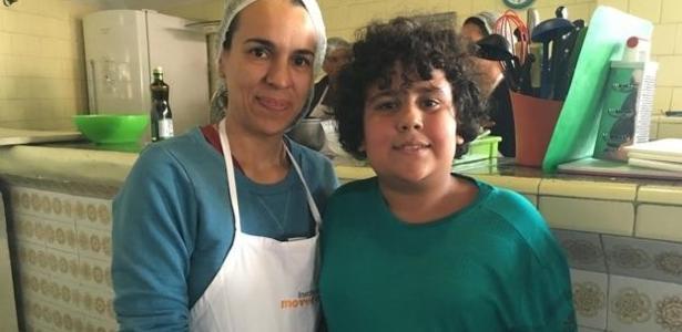 Fernanda e o filho Fernando passaram juntos por uma reeducação alimentar - BBC