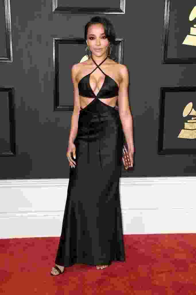 Cantora Tinashe apostou no decote e nos recortes estratégicos para o Grammy 2017 - Getty Images