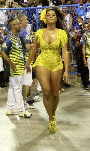 Rainha de bateria da Unidos da Tijuca, Juliana Alves se vestiu toda de amarelo e distribui sorrisos no ensaio técnico da agremiação neste domingo (12) na Sapucaí