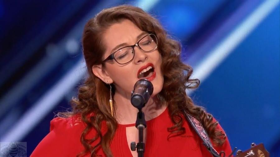 """Mandy Harvey no """"America's Got Talent"""" - Reprodução"""