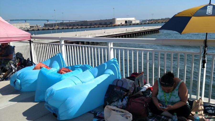 Pufes infláveis são a tendência de 2017 nas filas da San Diego Comic-Con - Renata Nogueira/UOL