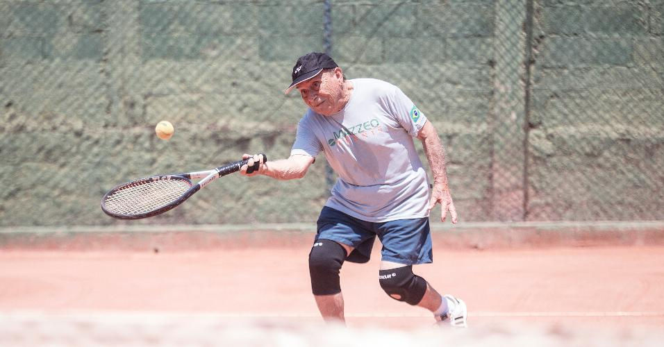 """Resultado de imagem para Gostaria de jogar até os 100, diz """"vovô tenista"""" de 93 anos... - Veja mais em https://vivabem.uol.com.br/noticias/redacao/2017/10/22/acho-que-vou-continuar-jogando-por-mais-5-anos-diz-tenista-de-93-anos.htm?cmpid=copiaecola"""