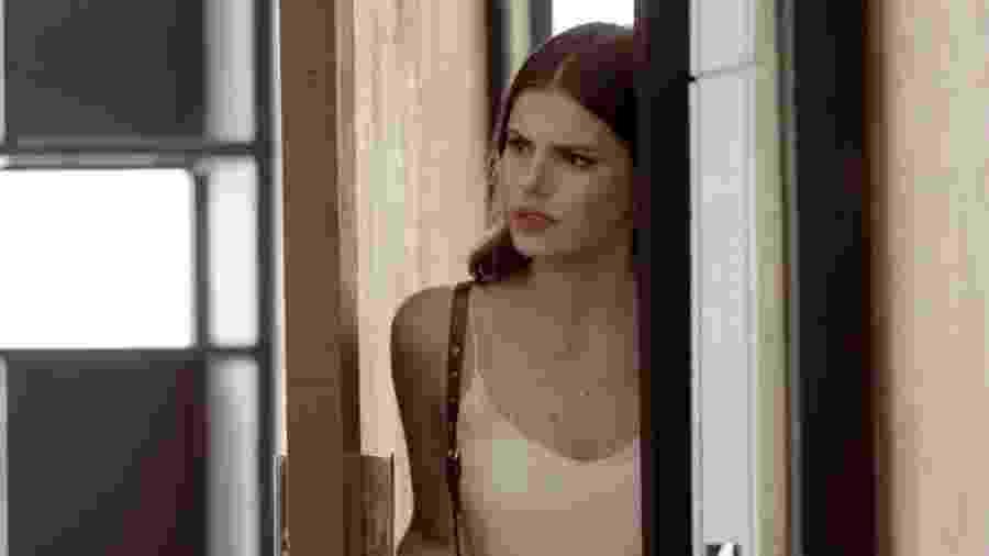 """Luiza (Camila Queiroz) ouve conversa em """"Pega Pega"""" - Reprodução/GShow"""