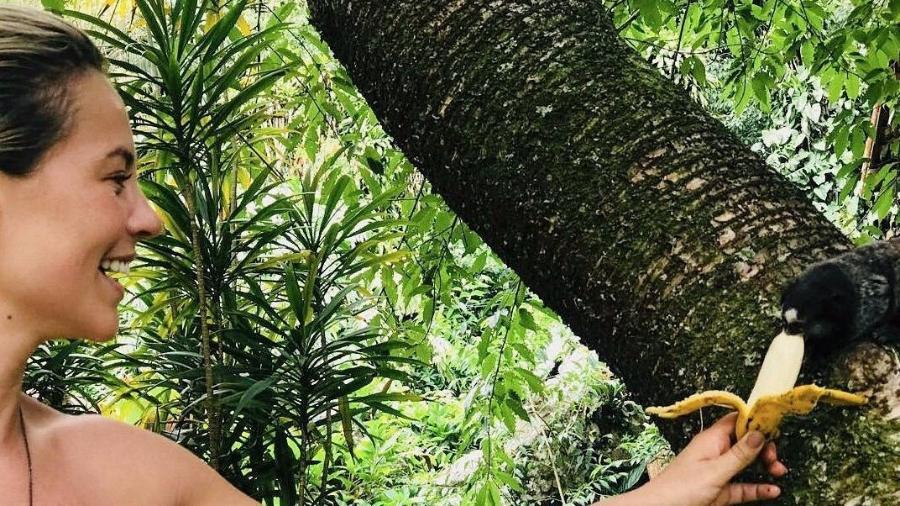 Paolla Oliveira dá banana a macaco - Reproduçao/Instagram