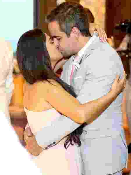 Simone beija marido, Kaká Diniz, em casamento de Whindersson Nunes e Luísa Sonza - Manuela Scarpa/Brazil News - Manuela Scarpa/Brazil News
