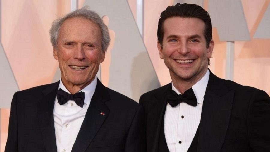 """Bradley Cooper e Clint Eastwood, que repetirão parceria de """"Sniper Americano"""" (2014) - Mark Ralston/AFP/Getty Images"""