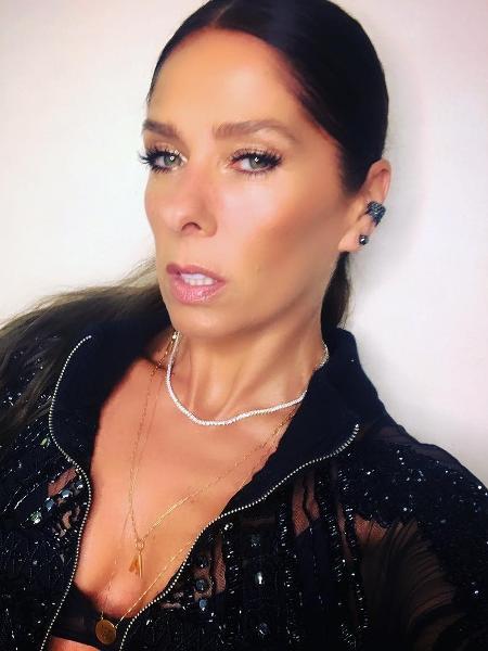 """Adriane Galisteu pronta para a festa de """"O Tempo não Para"""" - Reprodução/Instagram"""