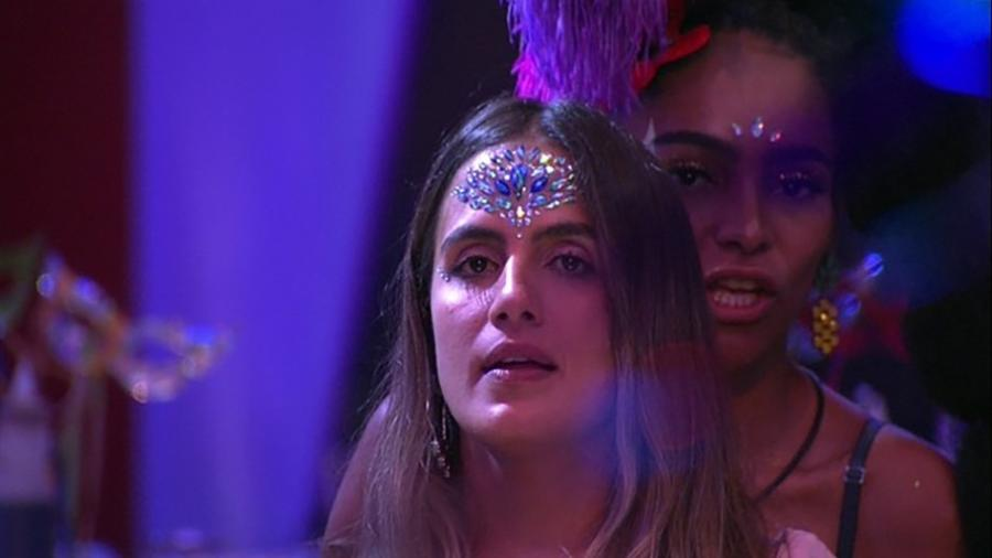 Gabriela ensina Carolina a rebolar - Reprodução/GloboPlay