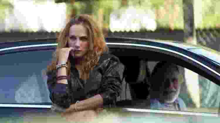 Sabrina (Carol Garcia) encontra Otávio (José de Abreu) em A Dona do Pedaço - Reprodução/Globo