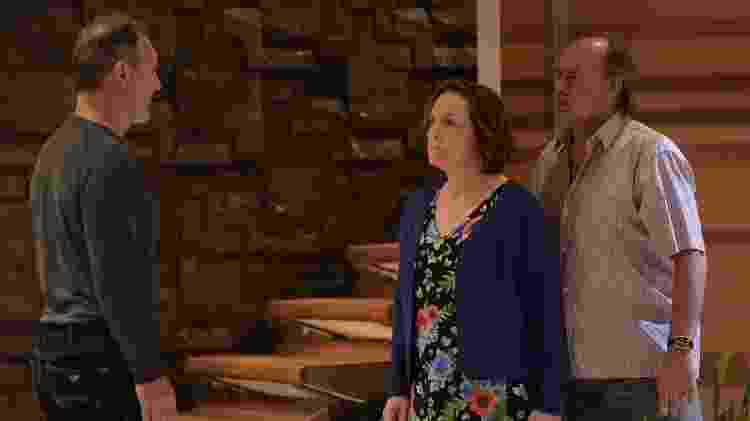 Madelena e Zeca (Paulo César grande) procuram Jandira na casa de Paulo Roberto (Floriano Peixoto)  - Blad Meneghel/Record TV - Blad Meneghel/Record TV