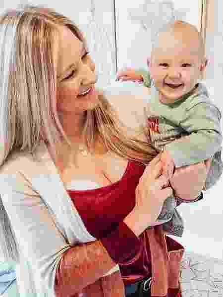Brittani Boren com seu filho Crew no colo - Reprodução/Instagram