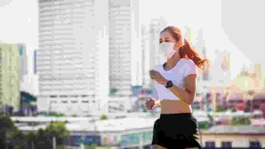 Médicos recomendam usar máscaras em atividades ao ar livre ou nas academias - iStock
