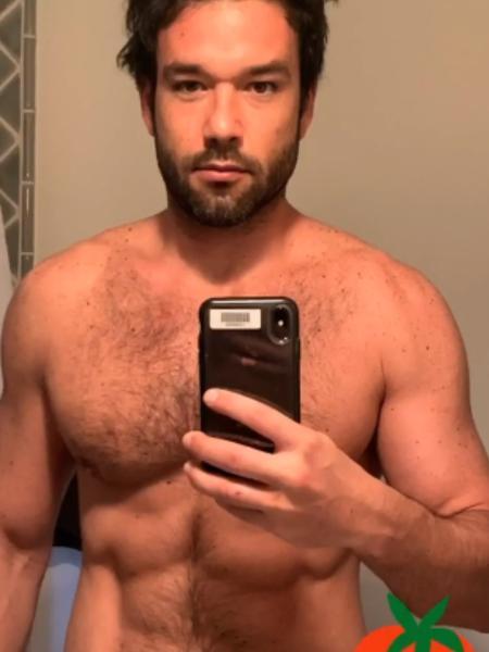 Sergio Marone posa nu em frente ao espelho - Reprodução/Instagram