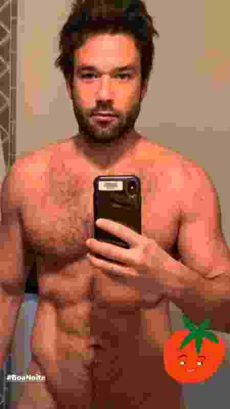 Sergio Marone posa nu em frente ao espelho - Reprodução/Instagram - Reprodução/Instagram
