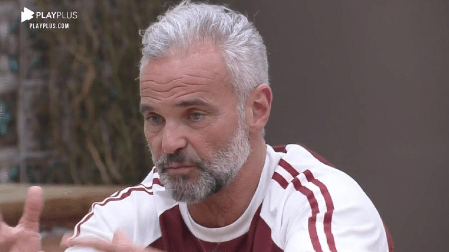 A Fazenda 2020: Mateus Carrieri se justifica para Raissa Barbosa - Reprodução/RecordTV