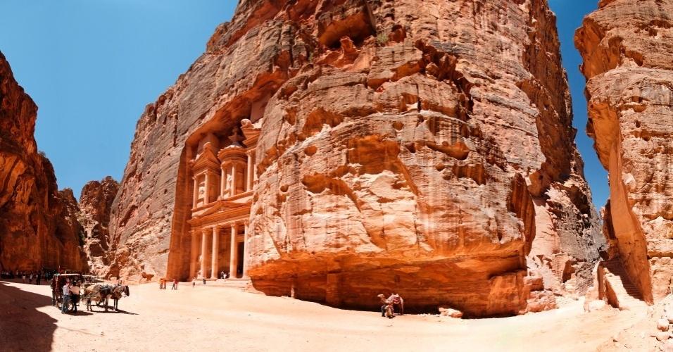Vale a pena reservar pelo menos dois dias para conhecer Petra