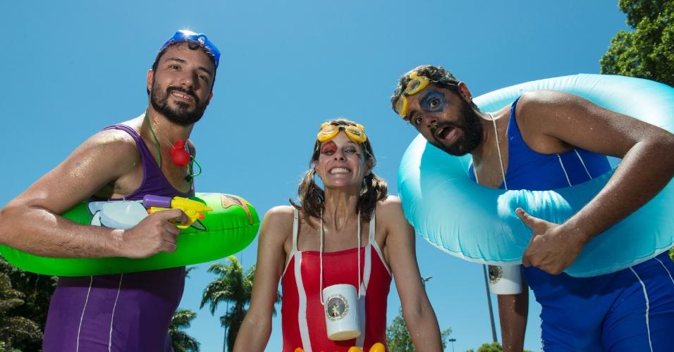 9.fev.2016 - Sol, calor e Carvaval: Foliões da Orquestra Voadora se inspiram no verão e curtem desfile do bloco com fantasia bem à vontade no Aterro do Flamengo