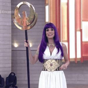 """Ana Furtado faz cosplay da personagem Atena, do """"Cavaleiros do Zodíaco"""" - Reprodução/TV Globo"""