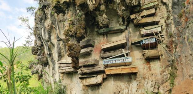 Filipinos da região montanhosa de Sagada costumavam pendurar caixões em penhascos - Getty images