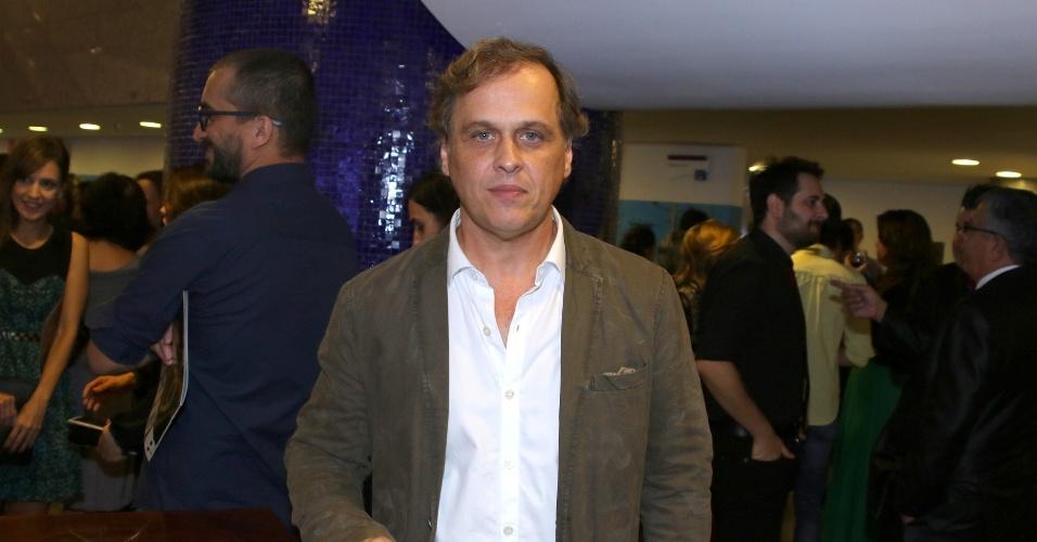 """15.mar.2015 - Guilherme Fontes levou o prêmio de melhor diretor na categoria cinema pela APCA por """"Chatô, Rei do Brasil"""""""