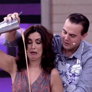 Fátima tenta aprender a fazer coquetel - Reprodução/TV Globo