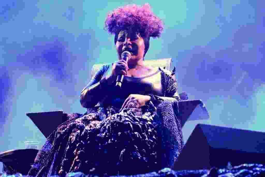"""22.mai.2016 - Elza Soares mostra seu talento em show no Palco São João, na 12ª Virada Cultural de São Paulo. No palco, ela canta músicas de seu mais recente álbum, """"A Mulher do Fim do Mundo"""" - Eduardo Martins / AgNews"""