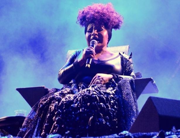 """Na Virada Cultural de SP, Elza Soares canta """"A Mulher do Fim do Mundo"""""""