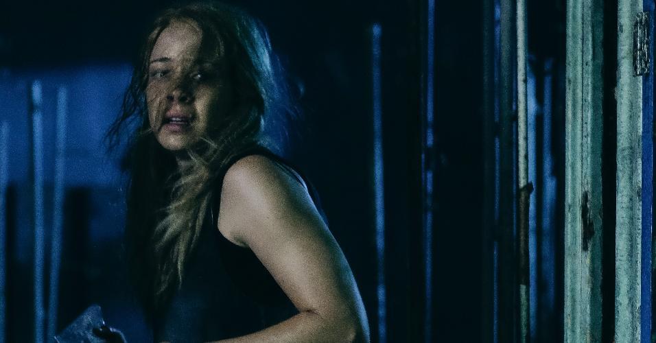 """A atriz Leandra Leal em cena do terror nacional """"O Rastro"""""""