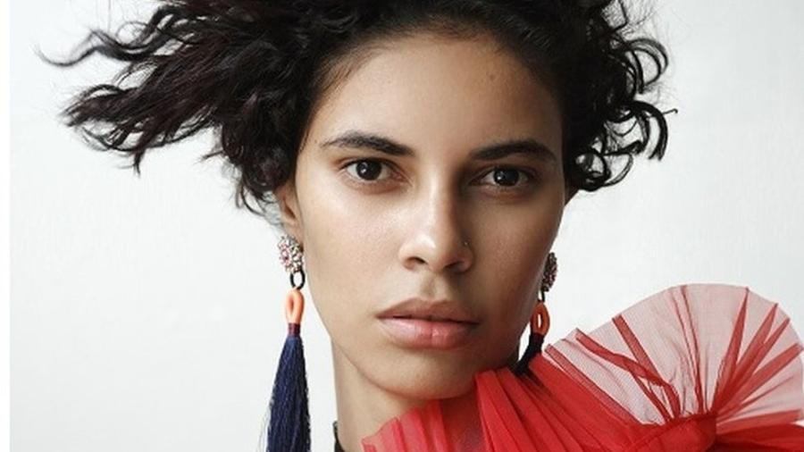 Roza Figueira foi descoberta por acaso; hoje, viaja o mundo em desfiles e sessões de fotos - Divulgação