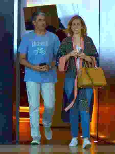 William Bonner passeia com a namorada em shopping no Rio - WEBERT BELICIO/AgNews