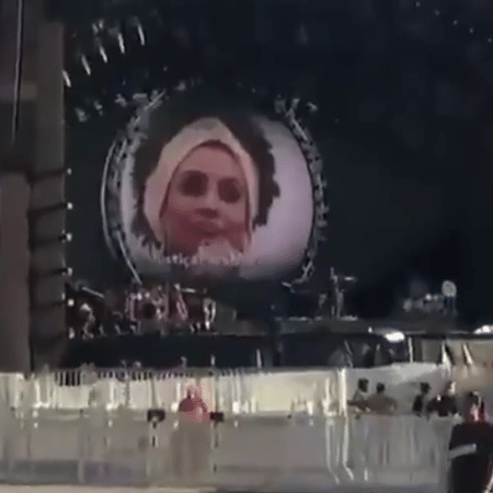 Imagem de Marielle Franco é exibida no telão durante a passagem de som de Katy Perry - Reprodução