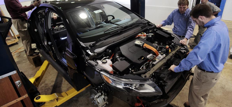 Chevrolet Volt é inspecionado por engenheiros da GM nos EUA - Rebecca Cook/Reuters