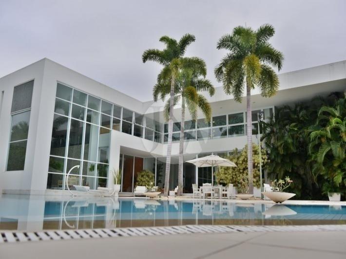 Resultado de imagem para Xuxa coloca sua mansão no Rio de Janeiro à venda. Veja fotos!