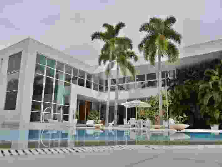 Xuxa decidiu colocar à venda a mansão em que mora na Barra da Tijuca, na Zona Oeste do Rio de Janeiro, após a morte de sua mãe Alda Meneghel, no início de maio - Reprodução/Imobiliária Judice & Araújo