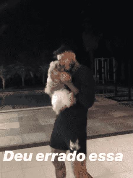 Lucas Lucco dança com cachorrinha - Reprodução/Instagram
