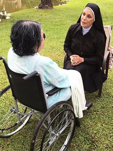 """Carolina Ferraz interpreta uma freira no filme de terror """"A Gruta"""" - Reprodução/Instagram/@agrutafilme"""